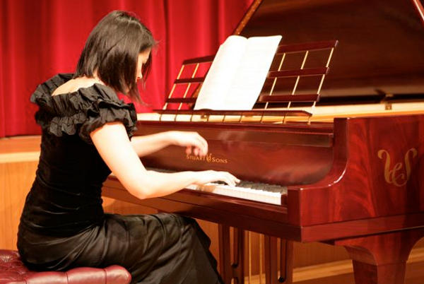 elite-pianist-at-concert